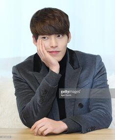 ニュース写真 : Kim Woo-Bin poses for photographs on December 16,...