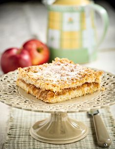 Μια εύκολη μηλόπιτα με ωραία τριφτή ζύμη που ταιριάζει υπέροχα με ζεστά ροφήματα. Μόλις κρυώσει, πασπαλίστε την με λίγη κανέλα και συνοδέψτε την ιδανικά με σάλτσα καραμέλας. Apple Pie, Sweet Home, Bread, Desserts, Recipes, Food, Gastronomia, Apple Recipes, Tailgate Desserts