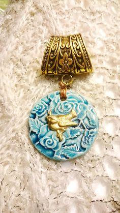 8f677b555928 bijou de foulard le moineau dans la roseraie bleu turquoise Bijoux Foulard,  Animaux Adorables,