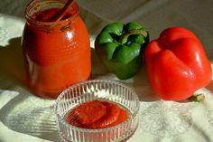 Tempero típico português.Ter em atenção que, ao temperar com a massa de pimentão, suprime-se o sal.