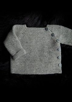 Trøje med sidelukning Newborn to 3 years. Free pattern in Danish, Norwegian and Sweedish.