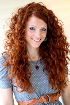 Pelo rizado largo Long Curly Hairstyle for Copper Hair Curly Hair Cuts, Long Curly Hair, Curly Hair Styles, Natural Hair Styles, Deep Curly, Curly Red Hair, Curly Girl, Natural Curls, Natural Red