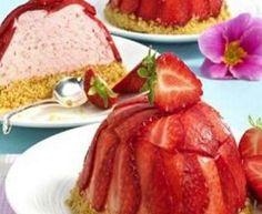 Mini Torta de Morango French Toast, Cheesecake, Breakfast, Desserts, Food, Sweet Recipes, Mini Strawberry Shortcake, Dessert Dishes, Tailgate Desserts