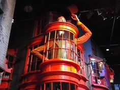 There were over 20,000 packages and goods in the windows of Diagon Alley.
