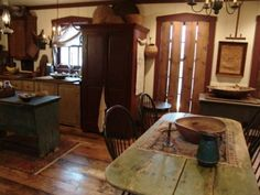 Love This Kitchen! Primitive Dining Rooms, Country Dining Rooms, Primitive Furniture, Primitive Kitchen, Rustic Kitchen, Country Kitchens, Primitive Country, Rustic Farmhouse, Country Decor