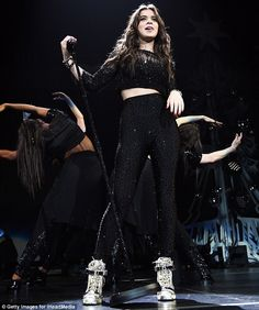 Selena Gomez shows toned leg in dress with high slit at Jingle Ball LA Rihanna, Beyonce, Stage Outfits, Dance Outfits, Fashion Outfits, Machine Gun Kelly, Hailee Steinfeld, Urban Chic, Selena Gomez