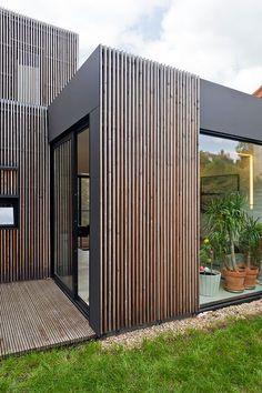 Holzrahmenhaus, was freundlicher Genehmigung von Frédéric Gémonet - Architektur House Cladding, Timber Cladding, Exterior Cladding, Cladding Ideas, House Facades, House Paint Exterior, Exterior House Colors, Wall Exterior, Exterior Windows