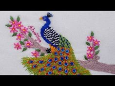 Pavo Real Bordado a Mano Ribbon Embroidery Tutorial, Basic Embroidery Stitches, Hand Embroidery Videos, Types Of Embroidery, Sewing Stitches, Beaded Embroidery, Embroidery Patterns, Peacock Embroidery Designs, Lazy Daisy Stitch