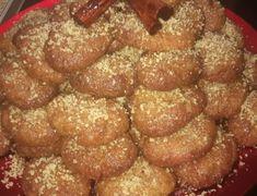 Η πιο νόστιμη συνταγή για μελομακάρονα φέτος τα Χριστούγεννα Dear Santa, Pretzel Bites, Sausage, Bread, Ethnic Recipes, Food, Sausages, Brot, Essen