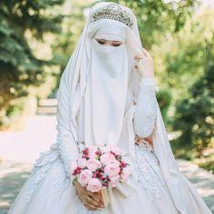 Arab Girls Hijab, Girl Hijab, Muslim Girls, Muslim Women, Arab Women, Muslim Couples, Muslim Wedding Dresses, Muslim Brides, Bridal Dresses