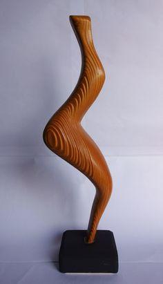 venere paleolitica, scultura in pino nero con venatura intagliata, finitura con olio danese. Cm 44x14x8  http://www.operaitalianahandmadeinitaly.com/