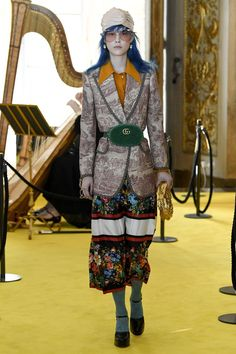 The complete Gucci Resort 2018 fashion show now on Vogue Runway. Catwalk Fashion, Gucci Fashion, Fashion 2018, Fashion Week, Fashion Addict, High Fashion, Fashion Trends, Style Couture, Couture Fashion