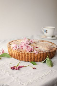 British classic dessert made with shortcrust pastry, roasted rhubarb and almond filling.