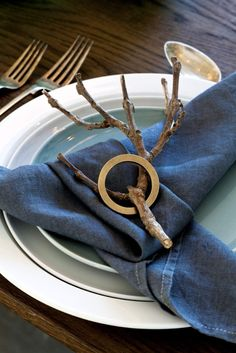 Real branches bring the outside in and add an edge of masculinity to this simple setting. Restauration Hardware, Blue Table Settings, Zara Home, Joss And Main, Crate And Barrel, Holiday Crafts, Tablescapes, Event Planning, Crates