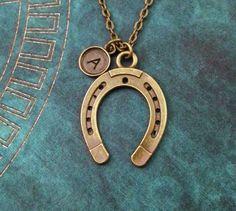 Herradura collar herradura bronce joyería caballo zapatos collar caballo collar caballo joyería collar suerte suerte joyería ecuestre regalo de MetalSpeak en Etsy https://www.etsy.com/es/listing/256574697/herradura-collar-herradura-bronce