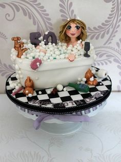 In the bath tub cake ~ all edible and I'm in love with this!!   What Talent!