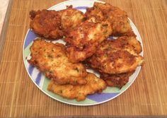 A delicious recipe for moist and crunchy fried chicken thighs and drumsticks. A great idea for an easy and fast week night dinner. Greek Recipes, My Recipes, Chicken Recipes, Spicy Fried Chicken, Tandoori Chicken, Zucchini Fries, Great Appetizers, Different Recipes, Food To Make