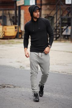 gray sweatpants and sweater Sweatpants Outfit, Mens Sweatpants, Mode Masculine, Sport Outfits, Casual Outfits, Fashion Outfits, Stylish Men, Men Casual, Scruffy Men