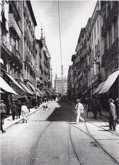Spain. Calle Montera, Madrid, 1922 Madrid City, Foto Madrid, Old Pictures, Old Photos, Best Hotels In Madrid, Madrid Travel, Spain Images, World Cities, Spain Travel
