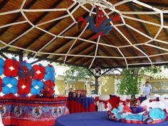 Fiestas de hombre araña - Buscar con Google Spiderman Theme, Superhero Birthday Cake, Superhero Party, Man Birthday, Bee Party, Batman Party, 6th Birthday Parties, Party Activities, Balloon Decorations