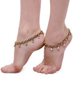 Stylish And Chic Foot Jewelry Designs 2017 Mostly women like to wear a unique Anklet for attending function and etc. Wedding is a new step in your life, take it Gold Anklet, Beaded Anklets, Anklet Jewelry, Bridal Jewelry, Gold Jewellery, Anklets Online, Fashion Jewelry, Women Jewelry, Women's Fashion