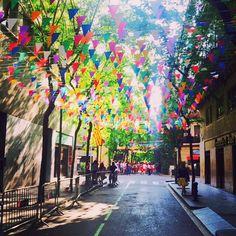 Fiestas de la segunda Pascua , vaya ambiente en el barrio de la #Barceloneta #Barcelona