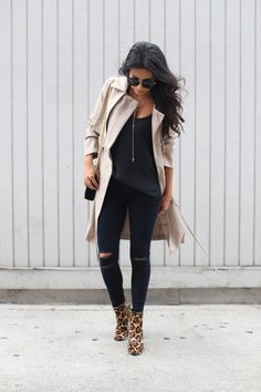 coach leopard boots, how to wear leopard print, all black outfit Fashion Mode, Look Fashion, Winter Fashion, Fashion Outfits, Womens Fashion, Fall Winter Outfits, Spring Outfits, Textiles Y Moda, Leopard Print Boots