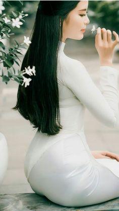 Best 11 Beautiful Vietnamese Women – Page 671951206880779419 – SkillOfKing.Com – SkillOfKing. Ao Dai, Beautiful Vietnamese Women, Beautiful Asian Women, Vietnamese Dress, Sexy Asian Girls, Emo Girls, Sensual, Traditional Dresses, Asian Beauty