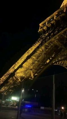 City Aesthetic, Travel Aesthetic, Beautiful Places To Travel, Cool Places To Visit, Foto Gift, Eiffel Tower At Night, Eiffel Towers, Paris Video, Paris France Travel