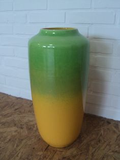 Helle farbige Bodenvase von Scheurich Bundesrepublik Deutschland Markierte: 517-45 Höhe: 45 cm Helles Gelb und grün. Schöne retro vase In sehr gutem Zustand Kostenloser Versand weltweit