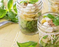 Salade light de pâtes papillon au thon en bocal à emporter : http://www.fourchette-et-bikini.fr/recettes/recettes-minceur/salade-light-de-pates-papillon-au-thon-en-bocal-emporter.html