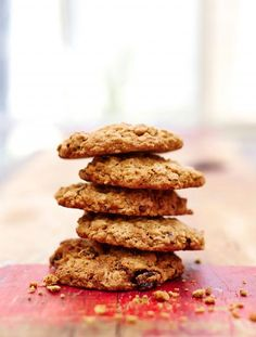 Fine a great recipe for oat and raisin gluten free cookies from Jamie Oliver; these deliciously crunchy gluten free cookies can be enjoyed by all! Fruit Recipes, Baking Recipes, Cookie Recipes, Snack Recipes, Diet Recipes, Recipies, Healthy Recipes, Gluten Free Cookies, Gluten Free Baking