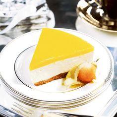 Aurinkoinen juustokakku. Pilttiä käytän päälle, mustikkapiltin kanssa sopii myös hyvin.
