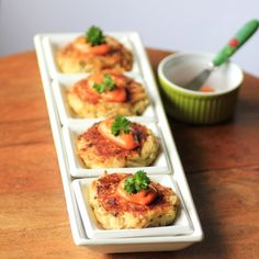 Crab Cakes with Smoky Aioli One more flavored mayo to add to my repertoire: mayo, smoked paprika, Tabasco, and lemon juice. Fish Recipes, Seafood Recipes, Appetizer Recipes, Great Recipes, Favorite Recipes, Appetizers, Seafood Dishes, Fish And Seafood, Fish Dishes