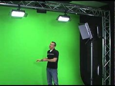 How to effectively light your green screen.Telestream's Matt Forbes walks you elegantly through the process for successful lighting of your subject when using a green screen. Photography Lessons, Light Photography, Video Photography, Video Studio, Film Studio, Three Point Lighting, Green Screen Photography, Videos Photos, Images Gif