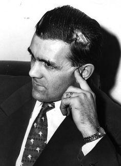 Le le dimanche soir du 13 mars 1955 au Garden de Boston, où le Canadien de Montréal affronte les Bruins, à la 14e minute de la troisième période, Maurice Richard reçoit un coup de bâton au visage de Hal Laycoe, un ancien coéquipier. Le fougueux ailier droit riposte et met son poing dans l'œil droit de Laycoe. Alors que le juge de ligne Cliff Thompson tente de l'empêcher d'aller plus loin, Richard le repousse et le frappe. Il est expulsé de la rencontre. ( Blessure de Maurice Richard)