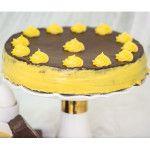Torta Chocobaba feito com: Pão de ló de chocolate, com duplo recheio de baba de moça, coberto com brigadeiro gourmet e baba de moça.
