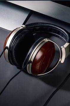 A clean desktop setup for your hi-fi music Hi Fi Headphones, Home Shelter, Music Photo, Desktop