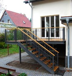 Terrasse, Treppe - Terrasse, Treppe Imágenes efectivas que le proporcionamos sobre diy surgical mask free pattern Una - Garden Stairs, Deck Stairs, Wood Stairs, Stair Railing, Hand Railing, Railing Ideas, Terrace Garden, Staircase Outdoor, Outside Stairs