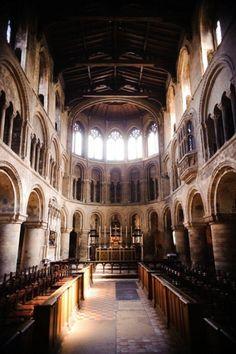 イギリス・セント・バーソロミュー・ザ・グレート教会はロンドン最古の教会、伝統的なチャペル♡チャペルでの結婚式おしゃれまとめ♡ウェディング・ブライダルの参考に♪