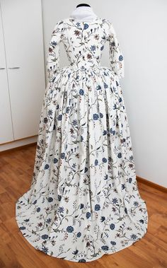Rococo Atelier: Williamsburg print gown                                                                                                                                                      More