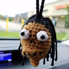 Shrunken Head Crochet Pattern Free It's no secret that I love autumn or that I love Halloween so it should come as no surprise that I would have a cute spooky pattern availabl. Crochet Fall, Holiday Crochet, Crochet Cross, Crochet Gifts, Knit Crochet, Crochet Geek, Halloween Crochet Patterns, Crochet Toys Patterns, Stuffed Toys Patterns