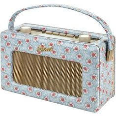 Add a vintage twist to any room with our lovely DAB Roberts Radio, complete in our pretty Kempton Rose print.