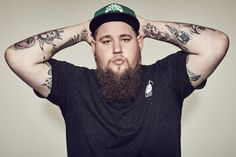 Il est absolument INCROYABLE L'écouter me transcende . Je ne peux plus concevoir une journée sans l'écouter :)   Rory Graham (born 29 January 1985), better known as Rag'n'Bone Man, is a British singer-songwriter from Uckfield, near Brighton.