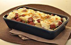 Um bom acompanhamento faz toda a diferença na hora da refeição. Aprenda a fazer uma deliciosa linguiça gratinada com batata e não deixe de experimentar!
