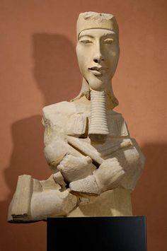 Buste d'Aménophis IV Karnak, temple d'Aton Grès 140 cm Nouvel Empire, 18e dynastie, Aménophis IV Musée du Louvre