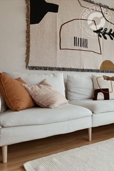 Soft neutrals with warm notes and interesting patterns in stunning living room is making us feel right at home🧡 Thank you for sharing! Seen here I IKEA Söderhamn with Prettypegs Carl Ash. Target Home Decor, Cute Home Decor, Unique Home Decor, Home Decor Styles, Cheap Home Decor, Home Decor Accessories, Luxury Homes Interior, Diy Interior, Home Interior Design
