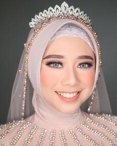 Muslimah Wedding Dress, Muslim Wedding Dresses, Hijab Bride, Bride Gowns, Bridal Wedding Dresses, Dream Wedding Dresses, Wedding Make Up Inspiration, Cute Wedding Ideas, Wedding Beauty