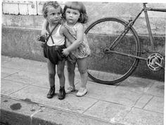Photographie Anonyme Vintage Snapshot Enfant Drôle Mode | eBay