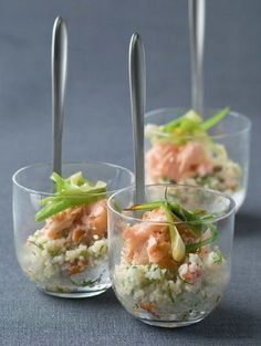 Appetizer / Smoked salmon with couscous / Recipe NL Party Food Catering, Party Food And Drinks, Snacks Für Party, Finger Food Appetizers, Yummy Appetizers, Appetizer Recipes, Good Healthy Recipes, Healthy Snacks, Good Food